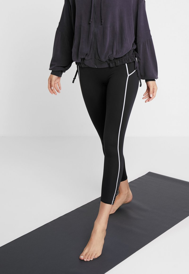 Free People - YOURE A PEACH LEGGING - Collants - black