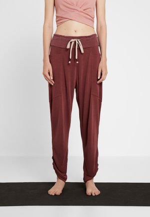 FP MOVEMENT READY TO GO PANT - Tracksuit bottoms - mulberry