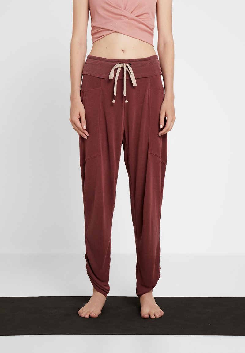 Free People - READY TO GO PANT - Pantalones deportivos - mulberry
