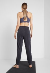 Free People - FP MOVEMENT TREKKING OUT JOGGER - Tracksuit bottoms - black - 2