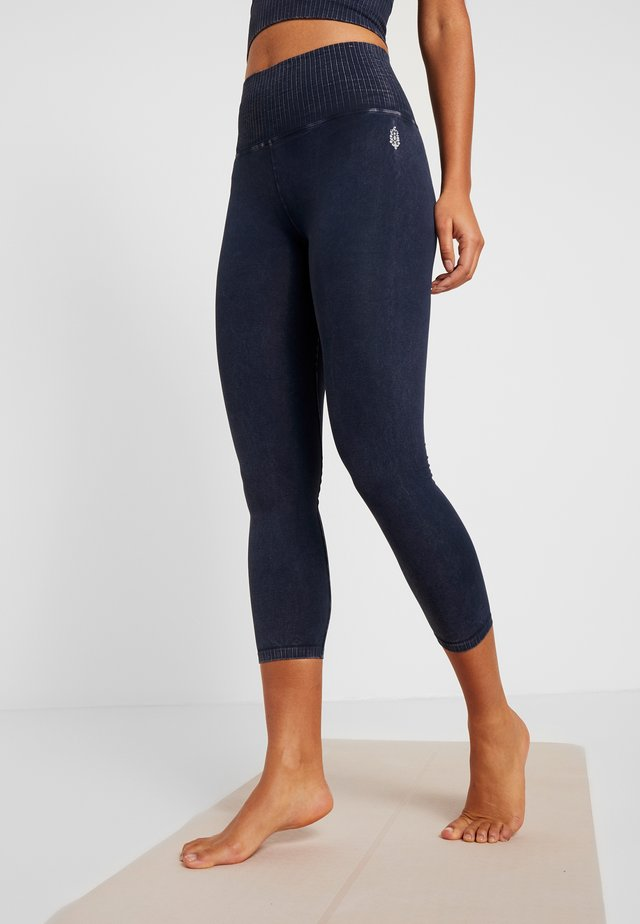 GOOD KARMA LEGGING - Punčochy - navy