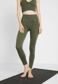 Free People - GOOD KARMA LEGGING - Medias - army - 0