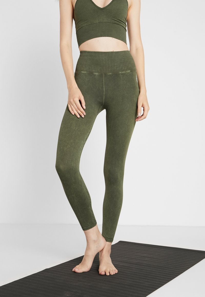 Free People - GOOD KARMA LEGGING - Medias - army