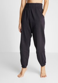 Free People - FP MOVEMENT SLOUCH IT JOGGER - Träningsbyxor - black - 0