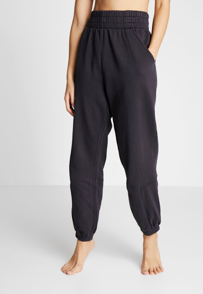 Free People - FP MOVEMENT SLOUCH IT JOGGER - Träningsbyxor - black