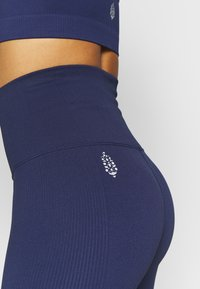 Free People - PART OF ME BIKESHORT - Punčochy - navy - 5