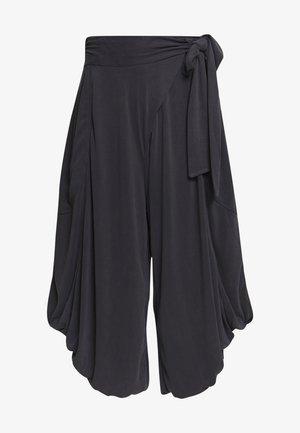 VENICE HAREM - Teplákové kalhoty - black