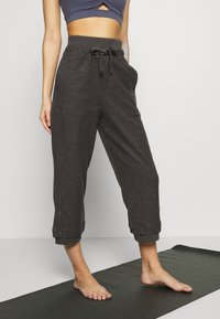 Free People - HEARTBEAT PANT - Joggebukse - dark grey - 0