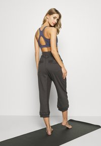 Free People - HEARTBEAT PANT - Joggebukse - dark grey