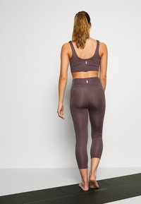 Free People - BREATHE EASY LEGGING - Legging - dark purple - 2