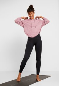 Free People - FP MOVEMENT BACK INTO IT HOODIE - Mikina s kapucí - pink
