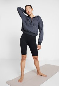 Free People - FP MOVEMENT BELIEVE IT SWEAT - Mikina s kapucí - black - 1