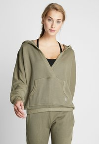 Free People - FP MOVEMENT REYES HOODIE SOLID - Sweat à capuche - army - 0