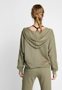 Free People - FP MOVEMENT REYES HOODIE SOLID - Sweat à capuche - army - 2