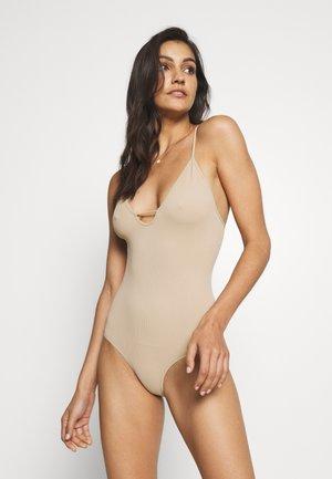 MOVE ALONG  - Body - nude