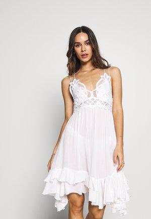 ADELLA SLIP - Denní šaty - white