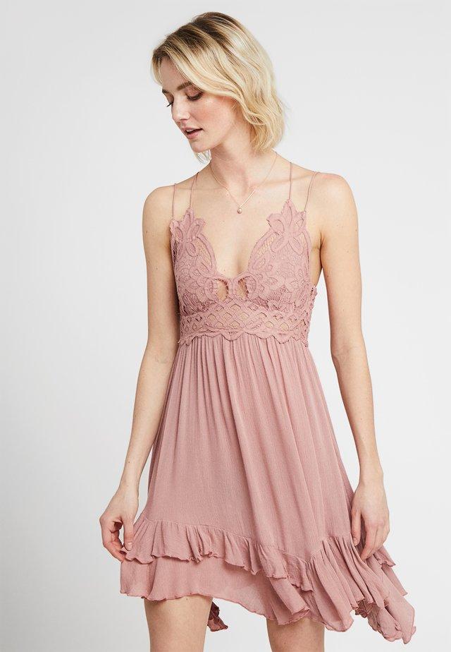 ADELLA SLIP - Vapaa-ajan mekko - rose