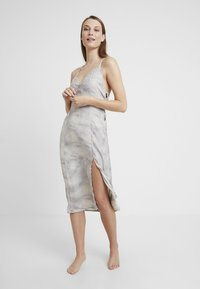 Free People - CHASING SHADOWS SLIP - Nachthemd - grey - 1