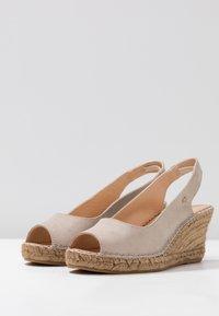 Fred de la Bretoniere - Korkeakorkoiset sandaalit - sand - 4