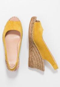 Fred de la Bretoniere - Korkeakorkoiset sandaalit - yellow - 3