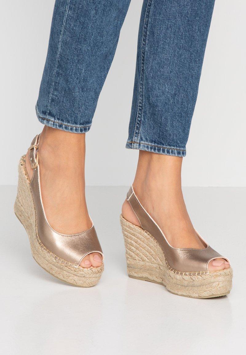 Fred de la Bretoniere - High heeled sandals - light gold