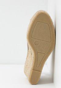 Fred de la Bretoniere - High heeled sandals - light gold - 6