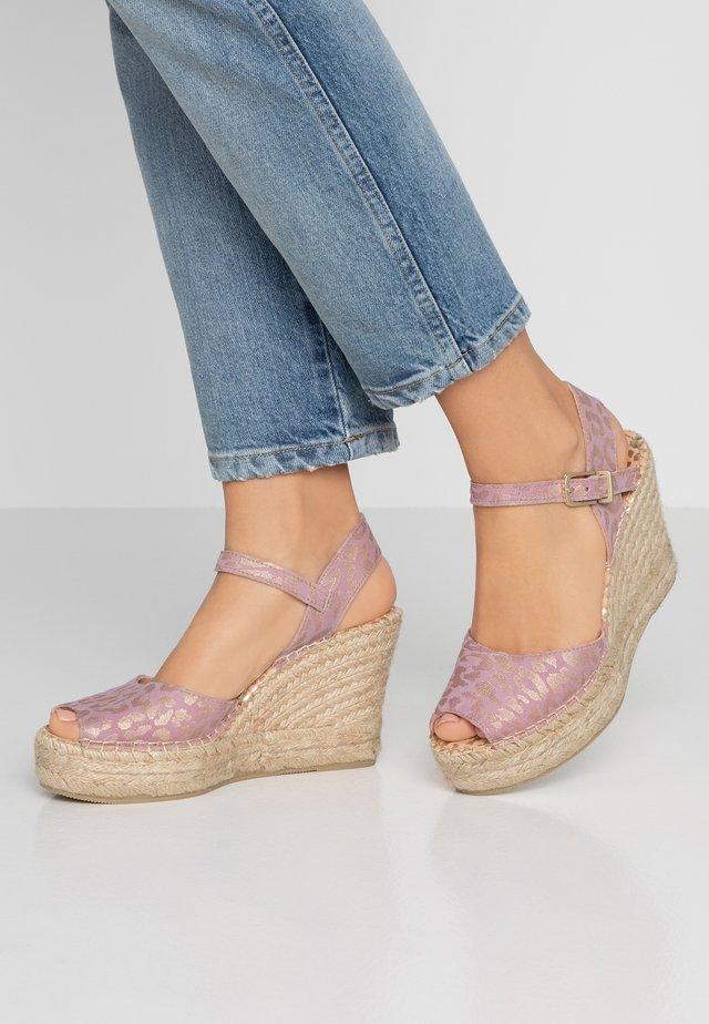 Korolliset sandaalit - soft rose