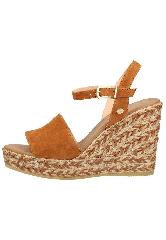 FRED DE LA BRETONIERE SANDALEN - Højhælede sandaletter / Højhælede sandaler - cognac 3298