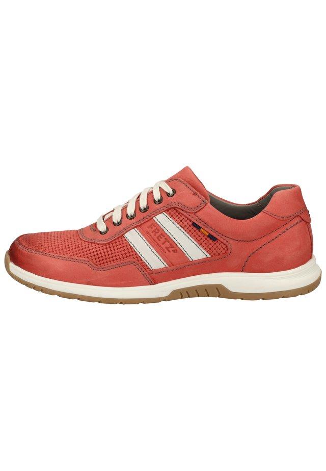 FRETZ MEN SNEAKER - Sneakersy niskie - blood orange 12