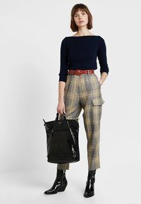 French Connection - AISHAH BELTD HGH WAIST - Trousers - multi - 1