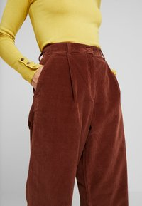 French Connection - MANZU WIDE LEG TROUSERS - Trousers - casablanca - 5