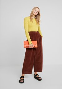 French Connection - MANZU WIDE LEG TROUSERS - Trousers - casablanca - 2