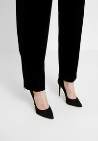 French Connection - AMATO WIDE LEG TROUSER - Trousers - black - 4