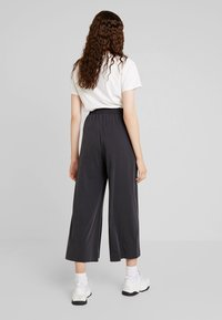 French Connection - RENYA CUPRO CULOTTES - Trousers - black - 2
