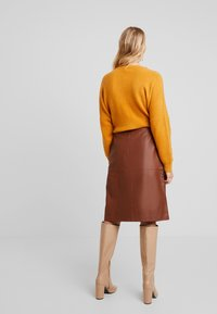French Connection - ABRI KNEE LENGTH SKIRT - A-lijn rok - casablanca - 2