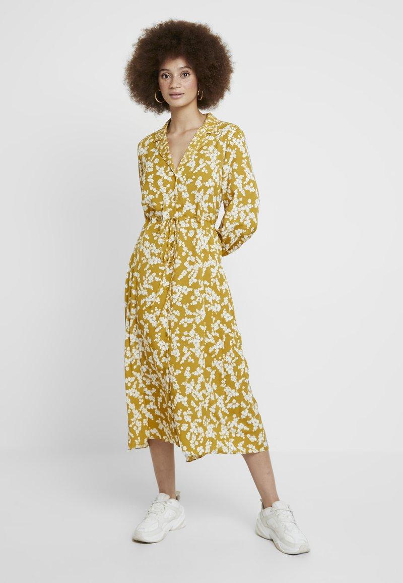 French Connection - BRUNA LIGHT DRESS - Vestido largo - citronelle/cream