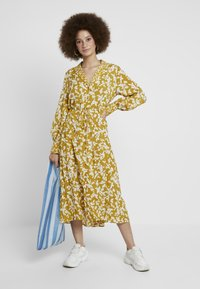 French Connection - BRUNA LIGHT DRESS - Maxi dress - citronelle/cream - 1