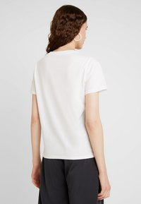 French Connection - L'EOUF EMBROIDERY TEE - Print T-shirt - winter white - 2