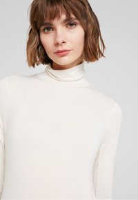 French Connection - VENETIA SPLIT CUFF - Long sleeved top - classic cream - 4