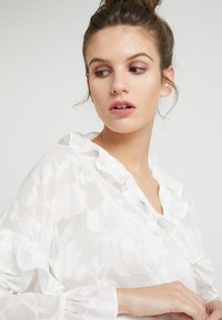French Connection - CLARTA FIL COUPE DVORE WRAP - Blouse - summer white - 3