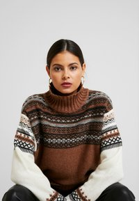 French Connection - PATCHWORK FAIRISLE  - Jumper - camel/multi - 3