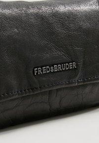 FREDsBRUDER - WALLET FLAPPY  - Lompakko - black - 2