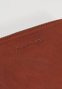 FREDsBRUDER - WALLET MILLIONAIRE - Peněženka - whisky - 2