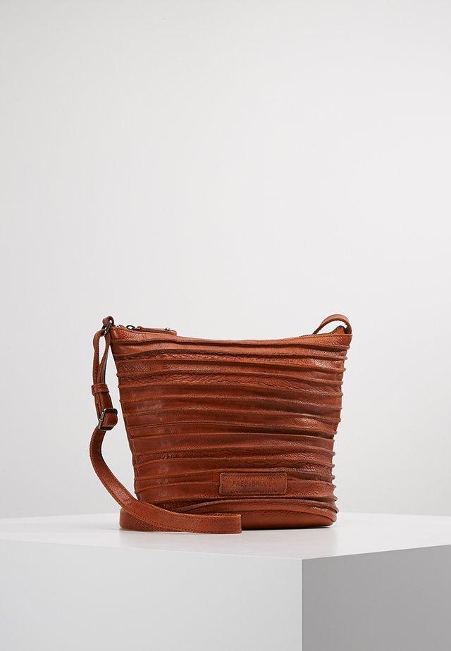 RIFFELINCHEN - Across body bag - rustic cognac