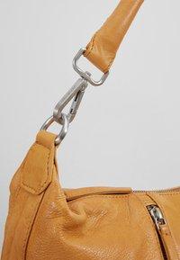 FREDsBRUDER - CLEMMY PEP - Handtasche - light camel - 6