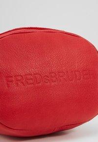 FREDsBRUDER - RIFFELINCHEN - Skuldertasker - true blood - 6