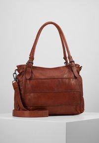 FREDsBRUDER - CENTURY - Shopping Bag - whisky - 0