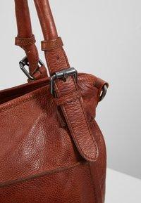 FREDsBRUDER - CENTURY - Shopping Bag - whisky - 6