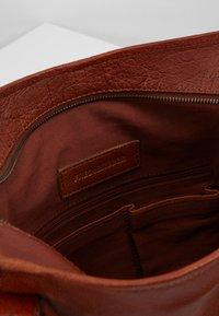 FREDsBRUDER - CENTURY - Shopping Bag - whisky - 4
