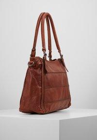 FREDsBRUDER - CENTURY - Shopping Bag - whisky - 3